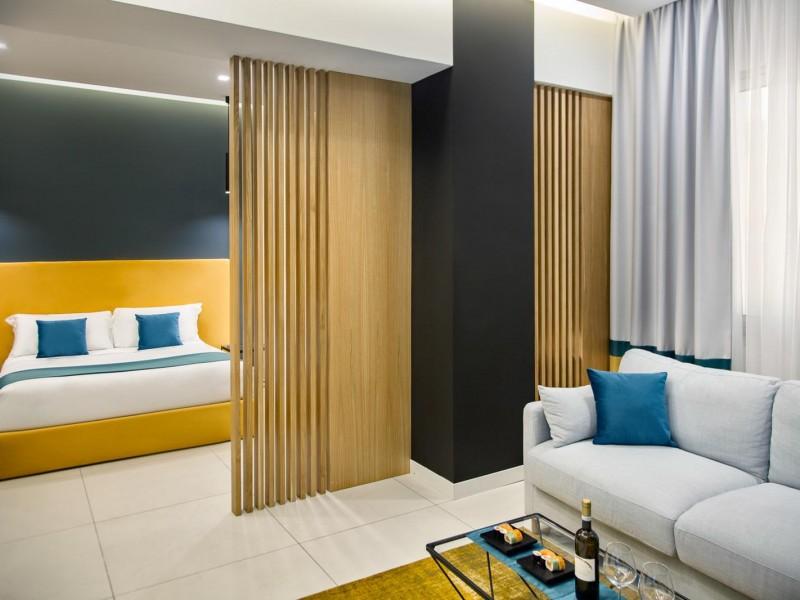 Luxury Hotel, Napoli