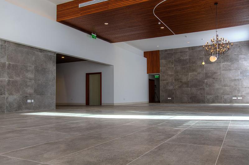 Floor: Dolphin Grey 20x120. Floor and Wall: Unika Smoke 60x120.